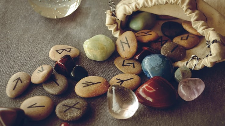 Découvrir l'avenir avec les runes